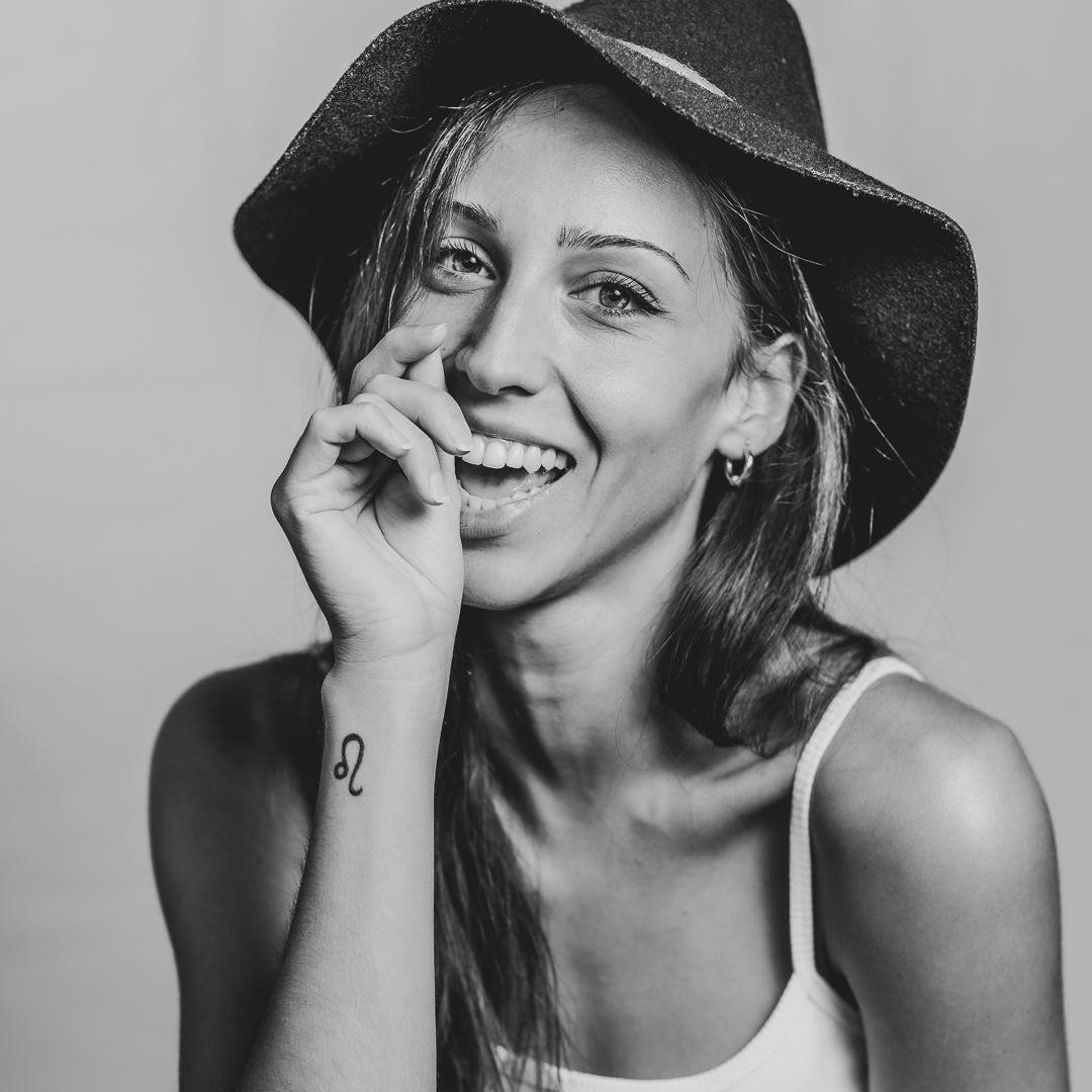 Sesión fotográfica modelos por Carlos Navarro Prat - Estudio Pliegues