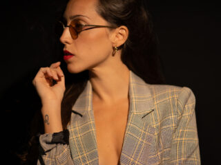 Gemma Ortega, traje de cuadros